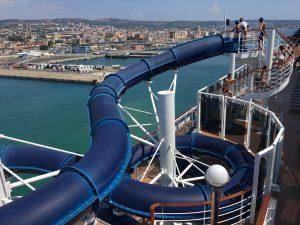 cruise met kinderen: glijbaan op de MSC Divina